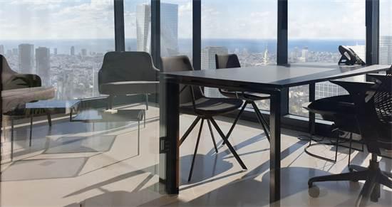 משרד של WEBIZ בקומה ה-31. אווירה מכבדת וייצוגית עם נוף לים / צילום: אריה בורלא