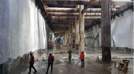 עבודת הבנייה של תחנת שלמה המלך של הקו האדום של הרכבת הקלה / צילום: עמירם ברקת