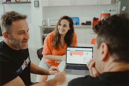 צוות VEO. מייצרים תוכן חוצה פלטפורמות / צילום: מור חטואל