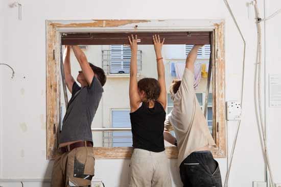 סטודנטים גרמניים מסייעים בשיפוץ בבית ליבלינג/ צילום: באדיבות בית ליבלינג