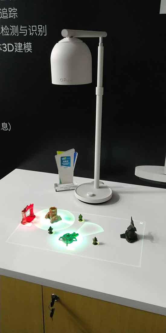 מנורת שולחן  למציאות מעורבת/ צילום:  יחצ
