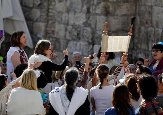 נשות הכותל בתפילת ראש חודש / צילום: רויטרס - Ronen Zvulun