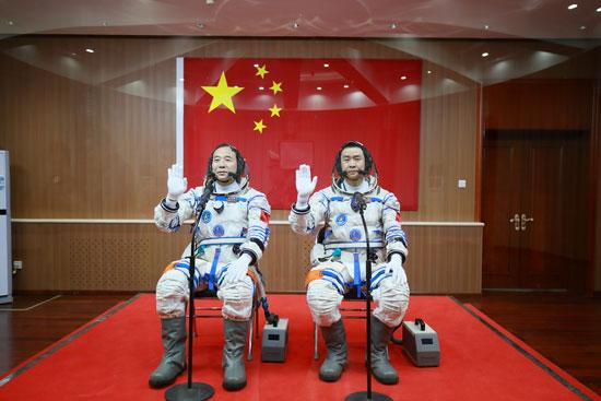 שני האסטרונאוטים הסינים ששוגרו לחלל ב-2016 / צילום: רויטרס -China-Stringer-Network