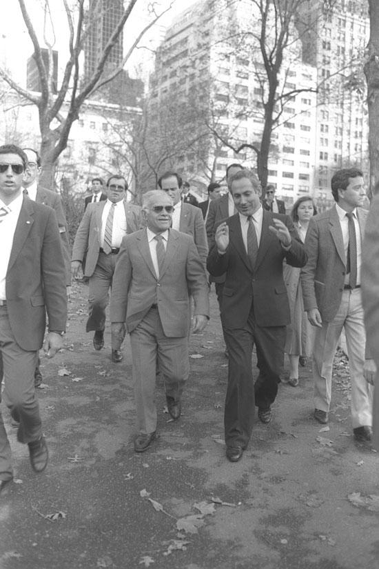 נתניהו עם יצחק שמיר בניו יורק 1987/ לעמ צילום של נתי הרניק