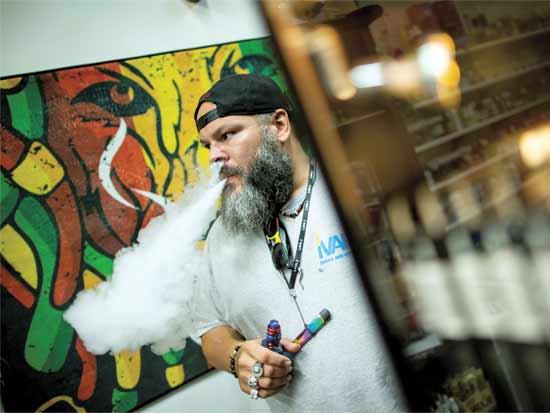 """חנות סיגריות אלקטרוניות בארה""""ב/ צילום: רויטרס"""