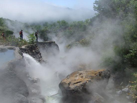 אמבטיה גיאוטרמית באי איטורפ / צילום:  Shutterstock | א.ס.א.פ קריאייטיב