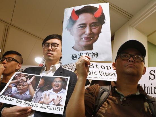 הפגנה למען העיתונאים ג'מאל חשוקג'י וליירה מקי שנרצחו. /  רויטרס