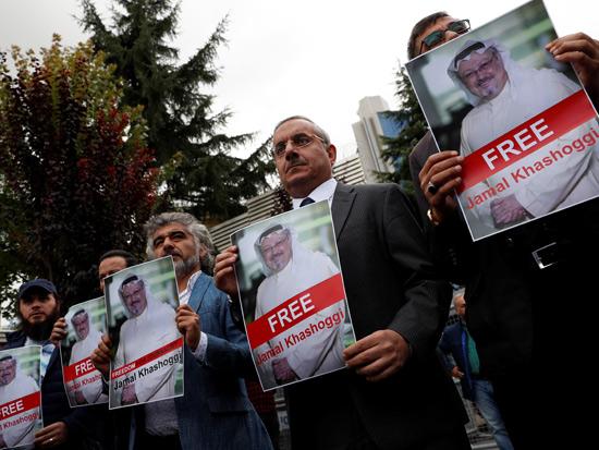 הפגנה למען עיתונאי רויטרס שנעצרו במיאנמר ושוחררו לבסוף /  רויטרס - Murad Sezer
