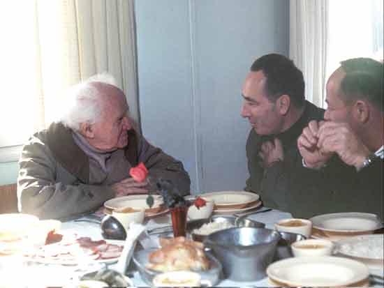 דוד בן גוריון ושמעון פרס / צילום:  משה מילנר לעמ