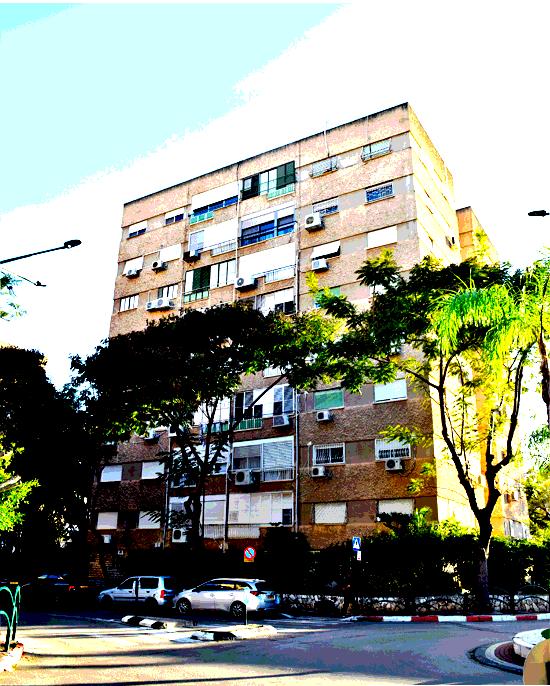 בנין רחוב השקדים 6 קרית ביאליק, שכונת-סביניה / צילום: בר אל