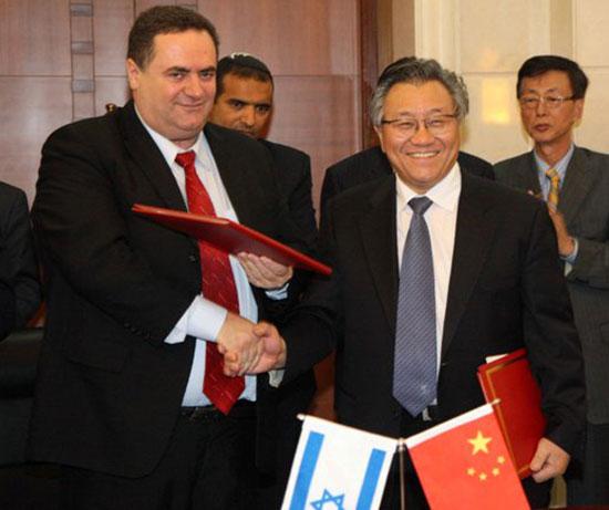 ישראל כץ בטקס חתימת ההסכם על הרכבת לאילת / צילום: לשכת העיתונות
