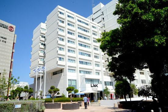"""מלון לינק ברחוב שד' שאול המלך ת""""א  / צילום: איל יצהר"""