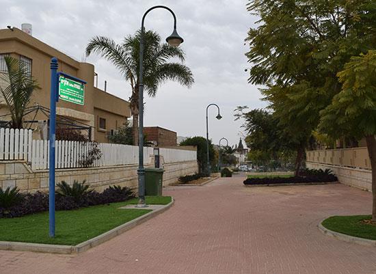 רחוב השופט אלקיים בעיר.  שכונה שמתבגרת בכבוד / צילום: בר־אל