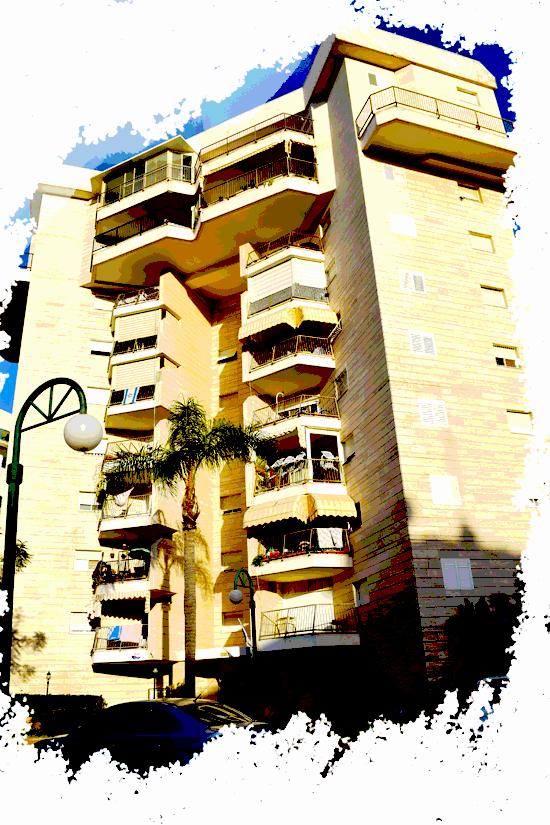 בנין רחוב נחמיה תמרי 1, קרית מוצקין / צילום: בר אל