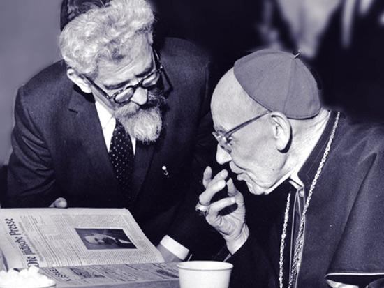 צילום  של הרב  אברהם יהושע השל בחברת הקרדינל  אוגוסטין ביאה/ צילום: צילומים: הוועד היהודי האמריקאי