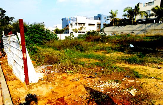 מגרש ריק בנחלת יהודה ראשלצ, רחוב חובב מאיר, צבי פינת העינב / צילום: איל יצהר