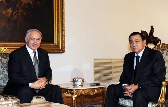 הנשיא המודח מובארק עם נתניהו / צילום: עמוס בן גרשום לעמ