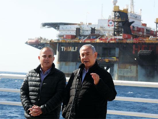 נתניהו ושטייניץ  בביקור באסדת לווייתן/  צילום: מארק ישראל סלם - הג'רוסלם פוסט
