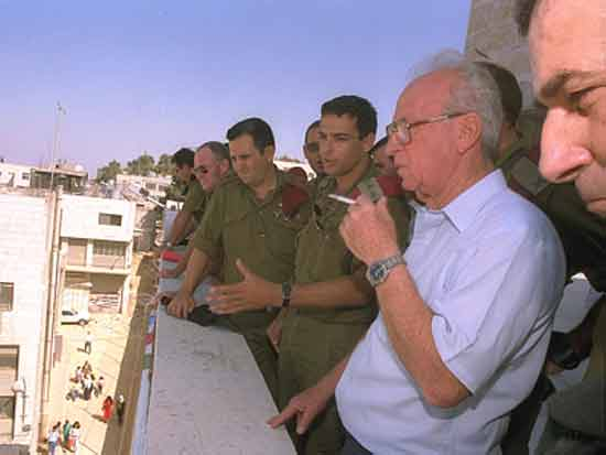 """יצחק רבין והרמתכ""""ל אהוד ברק/ צילום: צביקה ישראלי לעמ"""