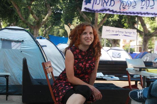 סתיו שפיר בימי המחאה החברתית ב-2011 / צילום: רוני שיצר