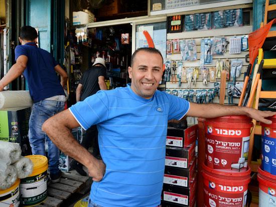 מוראד אל חריף, בעל חנות לחומרי בניין / צילום: איל יצהר