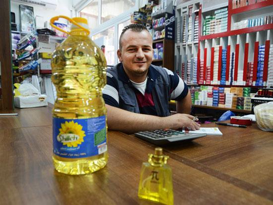 עובד שטיוב, בעל מכולת בנבי אליאס / צילום: איל יצהר