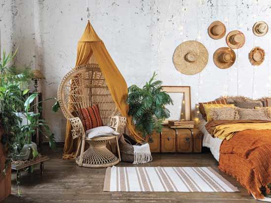 חדר שינה בעיצוב אותנטי, עם ציוד שניתן לרכוש במחיר נמוך יחסית/ צילום: Shutterstock ס.א.פ קריאייטיב