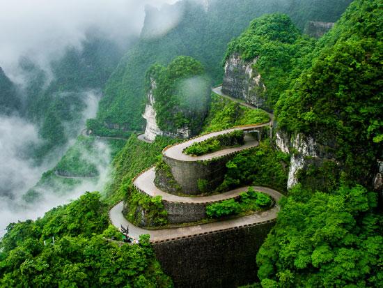שמורת הטבע ג'אנג ג'יה ג'יה. הרי טיאן מן, השביל בעל 99 הפיתולים. /  צילום:   Shutterstock | א.ס.א.פ קריאייטיב