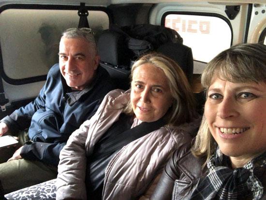 """טל שניידר, סטלה קורין-ליבר ודני זקן בניידת הבחירות של """"גלובס"""""""