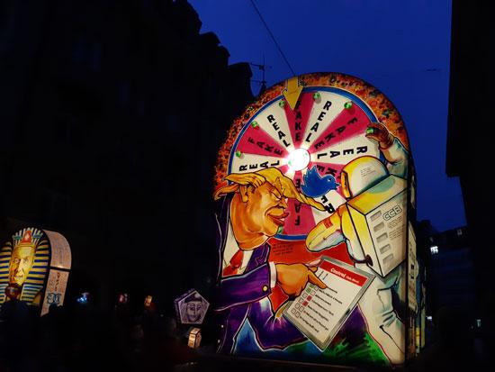 פנסים -לנטרנות מהמצעד הלילי.  פנס בדמותו של דונלד טראמפ / צילום: רוני ערן