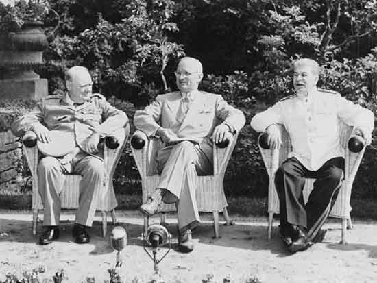 ועידת פוטסדאם סטאלין טרומן וצ'רצ'יל / צילום: מתוך ויקיפדיה
