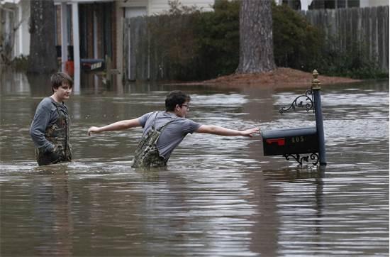 שיטפון בצפון מזרח ג'קסון במיסיסיפי / צילום: Rogelio V. Solis, AP