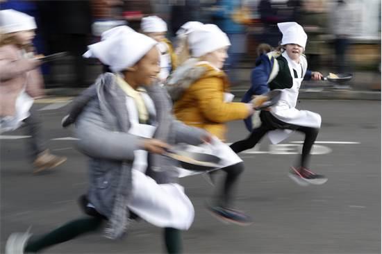 מירוץ הפנקייק בעיר אולני, אנגלה / צילום: אלסטיר גרנט, AP