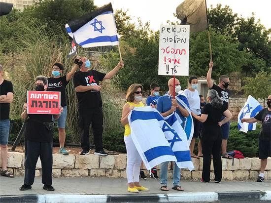 מפגינים נגד נתניהו בצומת שילת / צילום: הדס מגן, גלובס