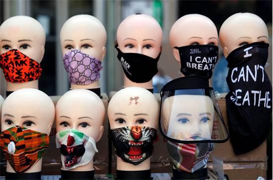 מגפת הקורונה: תצוגת מסכות למכירה בוושינגטון  / צילום: AP