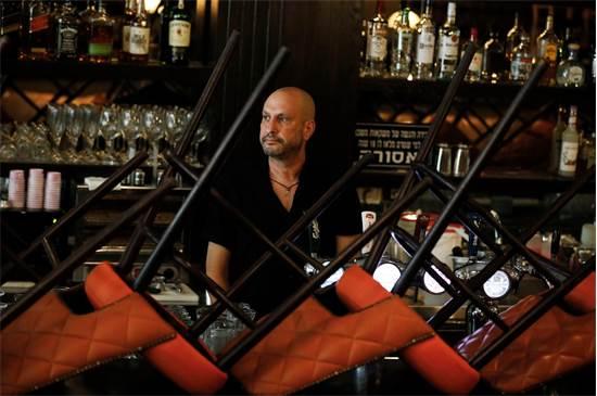 תמיר ברלקו בסניף BBB הסגור / צילום: אמיר כהן