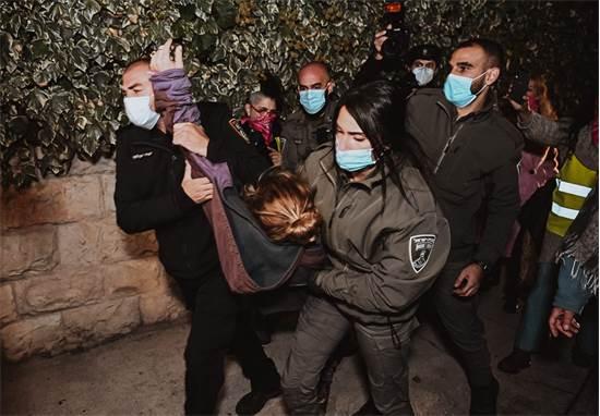 מעצר מפגינה בבלפור / צילום:  אמנון חורש