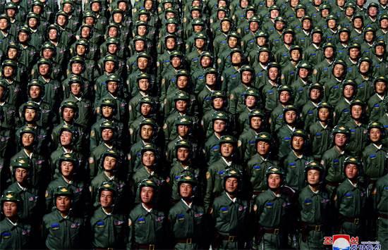 מצעד צבאי בצפון קוריאה לכבוד 75 שנות קומוניזם / צילום: KCNA, רויטרס