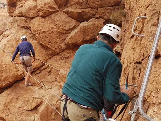 טיפוס חופשי עם ידיות אחיזה מקובעות לסלע/ צילום: אורלי גנוסר
