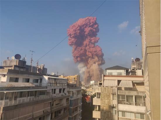 עשן שנראה לאחר הפיצוץ בנמל ביירות / צילום: Talal Traboulsi, רויטרס