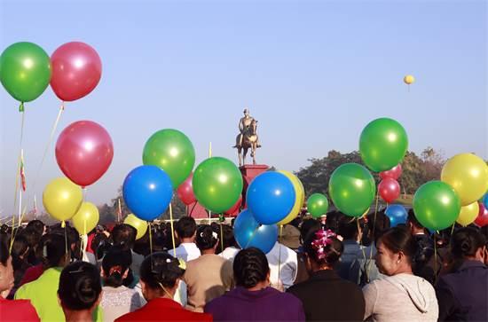 טקס חניכת הפסל של הגנרל והמהפכן אונג סן בנייפידאו, מיאנמר / צילום: Aung Shine Oo, AP