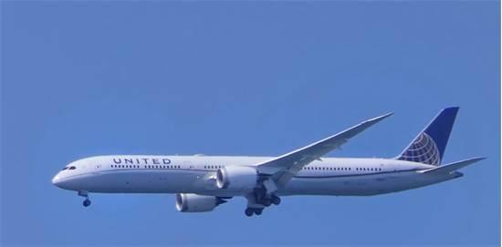 """מטוס יונייטד שנחת הבוקר בנתב""""ג / צילום: יואב יערי"""