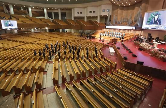 מיסת יום ראשון בכנסיית יויידו פול גוספל בסיאול דרום קוריאה ב-1 במרץ 2020. המיסה הועברה בשידור חי באינטרנט / צילום: Ahn Young-joon, AP