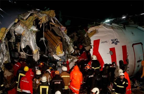 תאונת המטוס באיסטנבול / צילום: Emrah Gurel, AP