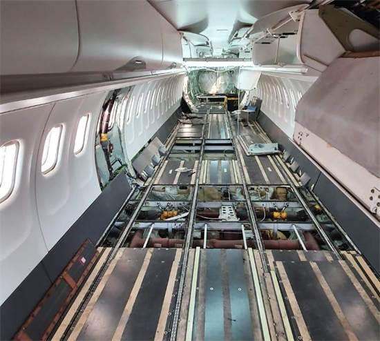 """מטוס נוסעים של ישראייר שהוסב למטוס מטען / צילום: ישראייר, יח""""צ"""