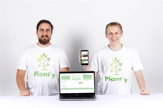 מיכאל רוקיטקו ויבגני אלטרמן, מפתחי Plant'y / צילום: אחיקם בן יוסף