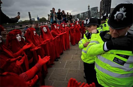 מחאה של פעילי סביבה בלונדון, בריטניה / צילום: Matt Dunham, AP