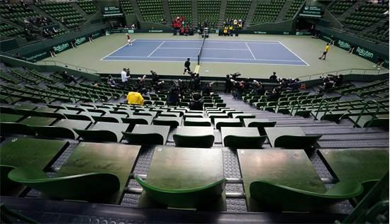 משחק טניס בגביע דייויס בין יפן ואקוודור ב-6 במרץ ביפן. כניסת הקהל נאסרה / צילום: KYODO Kyodo, רויטרס