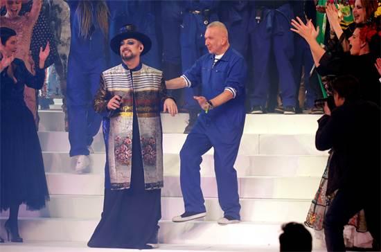 ז'אן-פול גוטייה ובוי ג'ורג' בתצוגת האופנה האחרונה של גוטייה / צילום: Charles Platiau, רויטרס