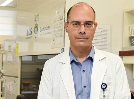 """פרופ' רונן בן עמי, מנהל המרפאה הזיהומית בבית החולים איכילוב  / צילום: מירי גטניו, יח""""צ"""